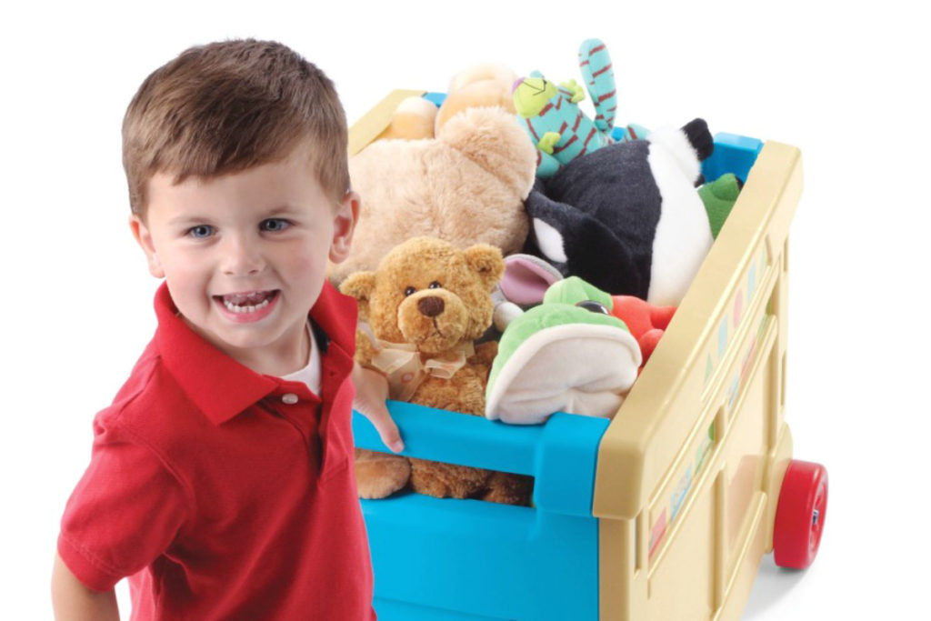 мальчик с игрушками