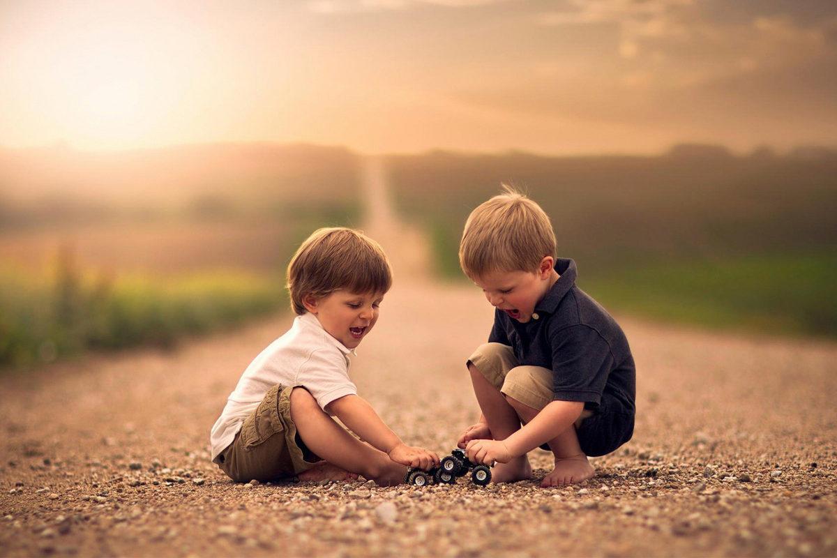 С кем дружит Ваш ребенок? Возраст имеет значение!